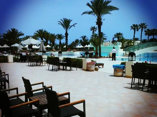Yadis Djerba Golf Thalasso & Spa: Bar/Piscina