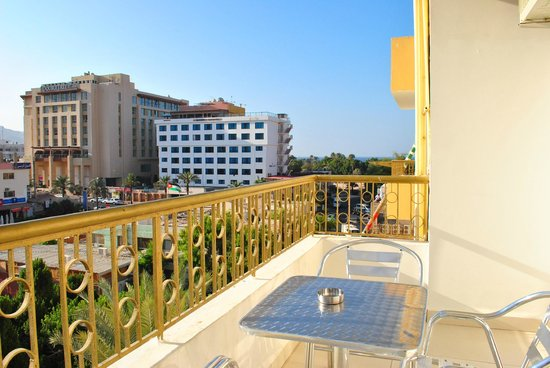 Al Qidra Hotel : Balcony (backside of the hotel)