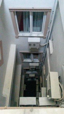 Erbil Hotel: Вид на колодец