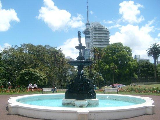 Albert Park: Fontäne & Auckland Turm