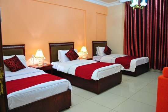Al Qidra Hotel : TRIPLE Bed (Suite)