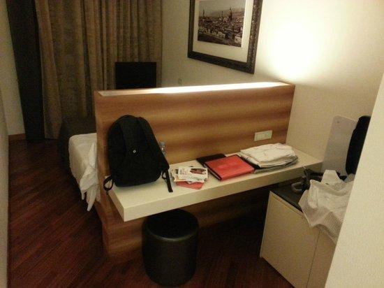 Hotel Embassy: Habitació al tercer pis