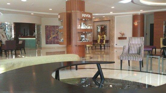 AVANI Deira Dubai Hotel: Foyer