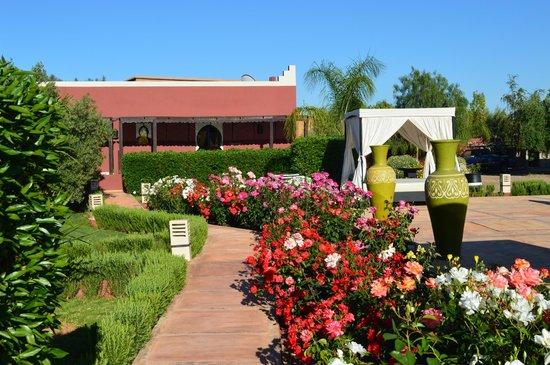 Domaine Du Douar : roseraie du jardin