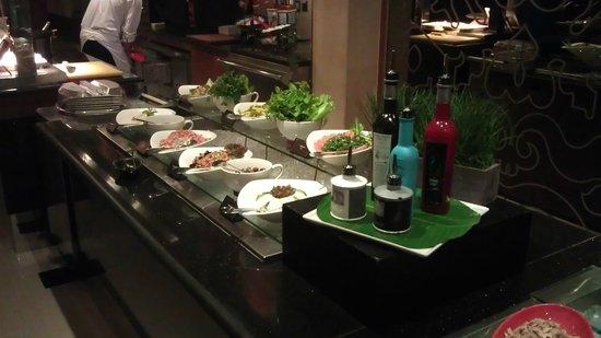 Mövenpick Hotel Deira: Buffet