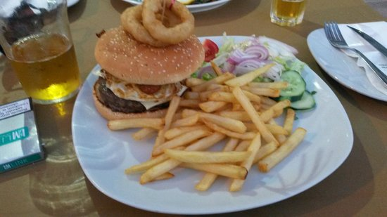 Vinnie's Restaurant Pizzeria & Take Away : Vinnies special burger
