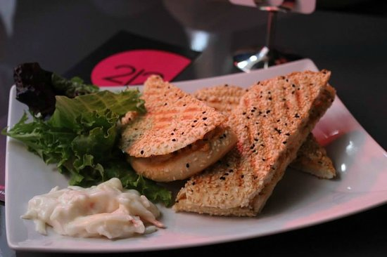 212 Lounge Romford: Different choice of foods