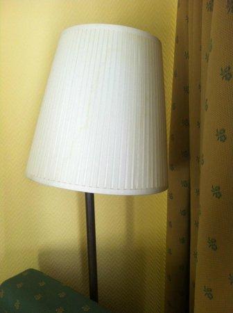 Hotel Anaco: Lámpara vieja y con la bombilla fundida