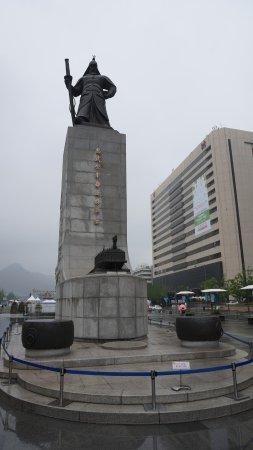 Statue of Admiral Yi Sun-Sin : Admiral Yi