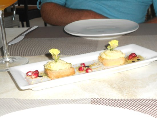 Electra Wine Bar & Tapas: Complimentary hors d'oeuvres