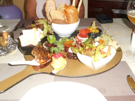 Electra Wine Bar & Tapas: The house mixed board - what a starter!