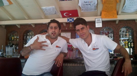 Belcehan Beach Hotel : Bar staff