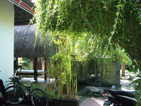 Balitis Home Stay: The Bali begong of the entrance