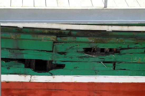 Museo Marítimo Ría de Bilbao: Es una pena ver un barco asi en un Museo