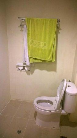 MaxOneHotels @ Vivo Palembang: Bathroom