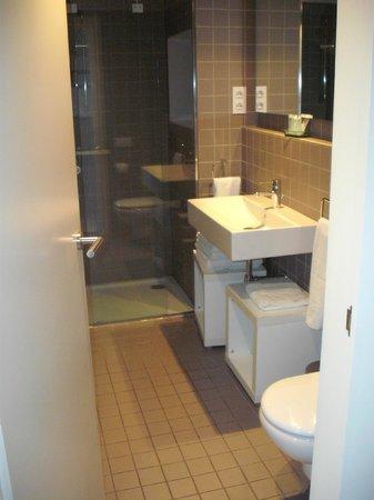 The Urban Suites: Bathroom