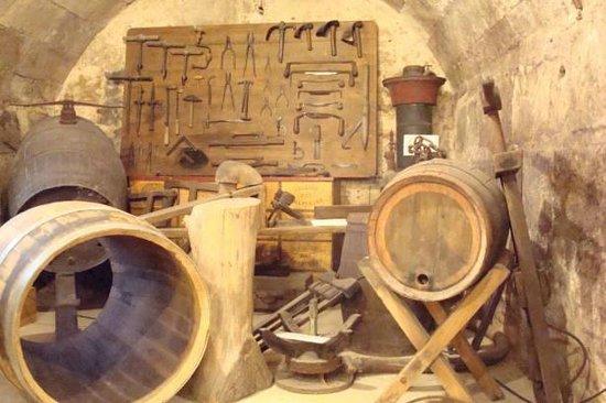 Musée du Vin et du Négoce : Winemaking equipment
