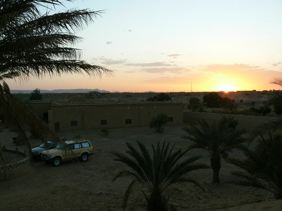 Auberge Camping Sahara: Sunset from behing the Auberge
