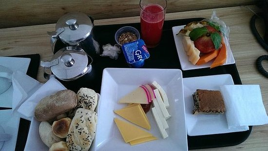 Ipanema Inn: Breakfast tray (included in my rate)