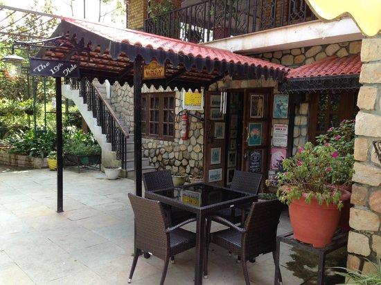 Vishranti - A Doon Valley Jungle Retreat: The Lil Beautiful Bar