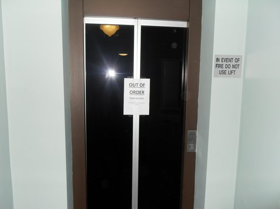 The Spanish Arch Hotel: yes the lift is still out of order