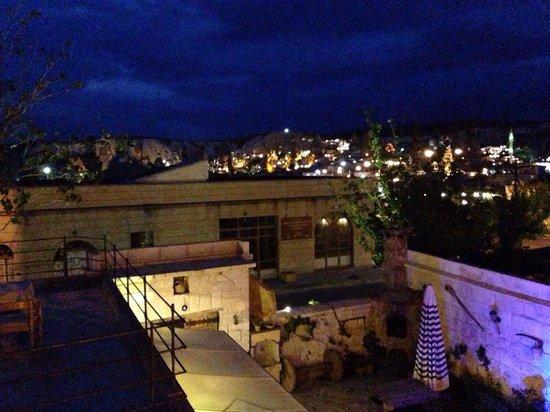 Safran Cave Hotel: Viste de noche desde la habitación