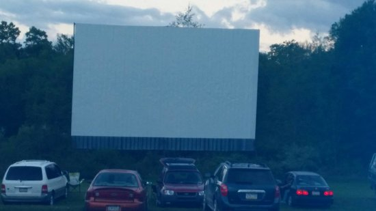 Montgomery, PA: Drive in screen