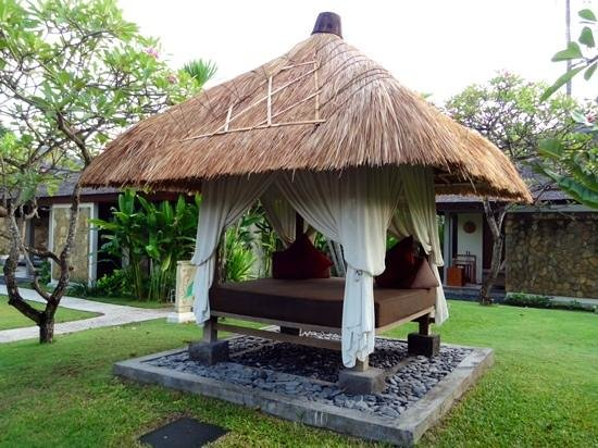 Rama Beach Resort and Villas: little huts near the pool