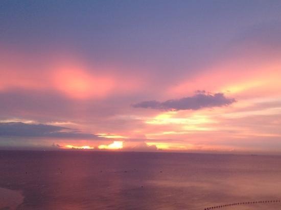 Centara S Sunset Picture Of Centara Grand Mirage Beach