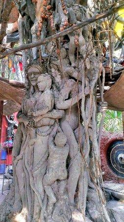 Utsav Rock Garden : Tree sculpture