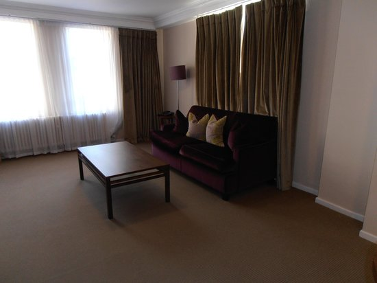Dolphin House Serviced Apartments: Lounge.