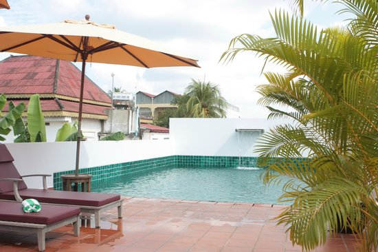 Angkor Safari Hotel: Rooftop pool is perfect.