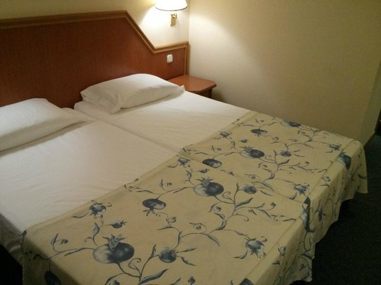 Saray Hotel: The beds