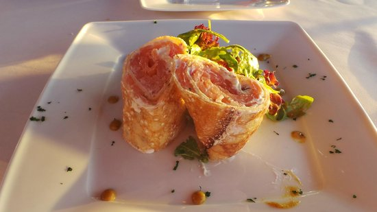 Trilogia Restaurant: Smoked salmon and vodka cream crepes