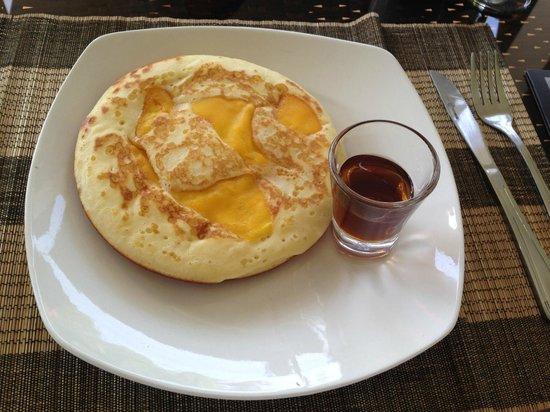 Baby Elephant Boutique Hotel: Breakfast popular mango pancake with maple syrup