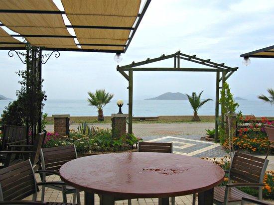 Hotel Letoon: Breakfast overlooking the sea