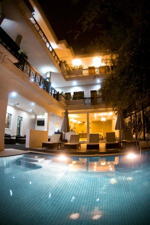 Omana Hotel: Very nice relaxing poolarea also at night