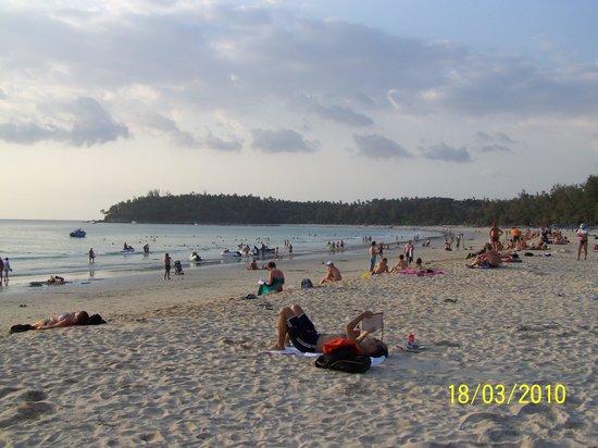 Kata Beach Spa Resort: Ката бич вечером