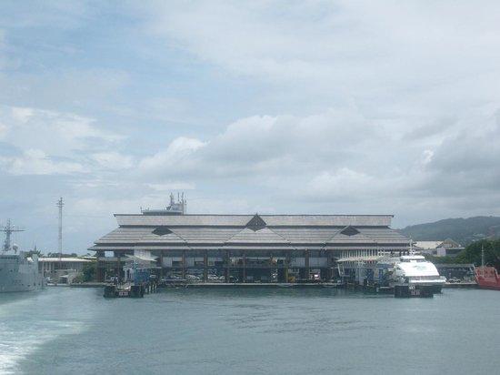 Aremiti Ferry : Tahiti port