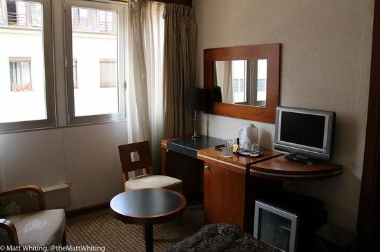 Hotel Nash Ville: Room