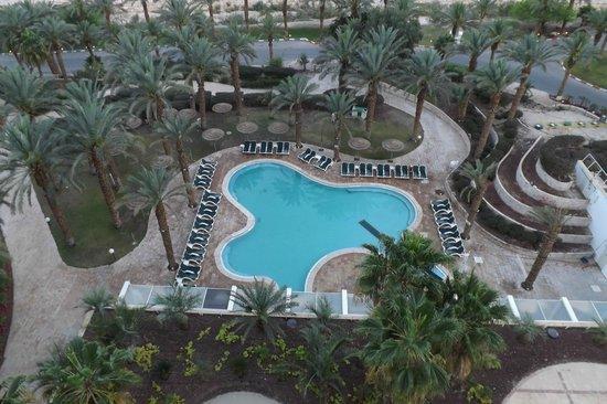 David Dead Sea Resort & Spa : Бассейн с морской водой, вид с номера