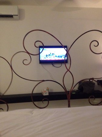 Surintra: This the new room... not that I watch alot of TV while in Surin but not sure they thought about