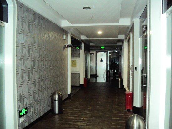 Peng Heng Space Capsules Hotel: Коридор