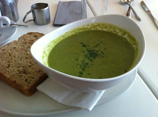 Gylly Beach Cafe: Asparagus, Pea and Mint Soup.