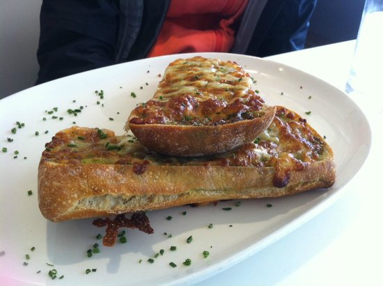 Gylly Beach Cafe: Cheesy Garlic Ciabatta.