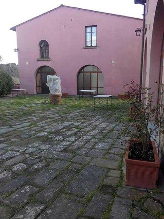 Villa Saulina : Accesso alle camere doppie con bagno