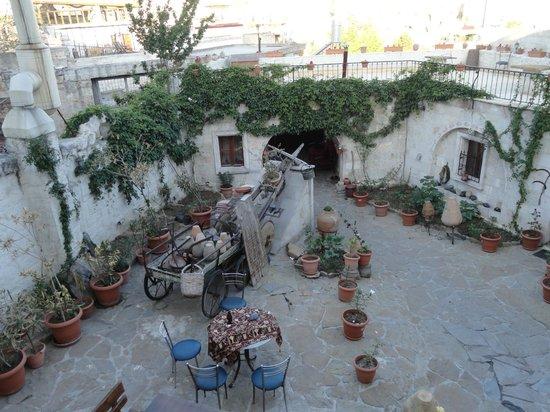 Caravanserai Cave Hotel: Garten