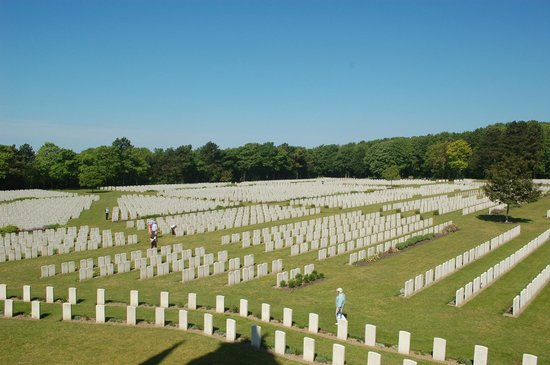 Etaples Military Cemetery : Humbling