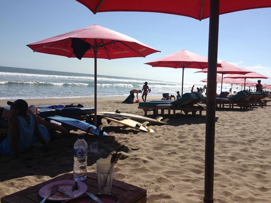 Seminyak Beach: Umbrella and beach chairs rented at 50k rupiah for a day