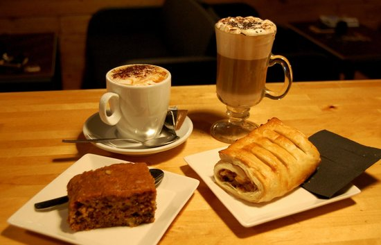 Cafe del Far: Don't miss our organic coffe and sweet breakfasts!